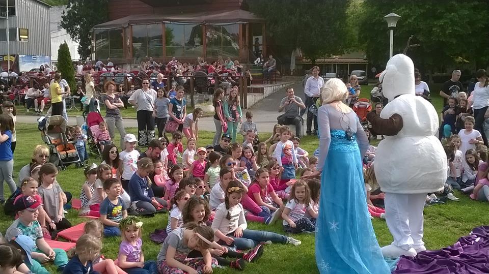 Elsa and Olaf show